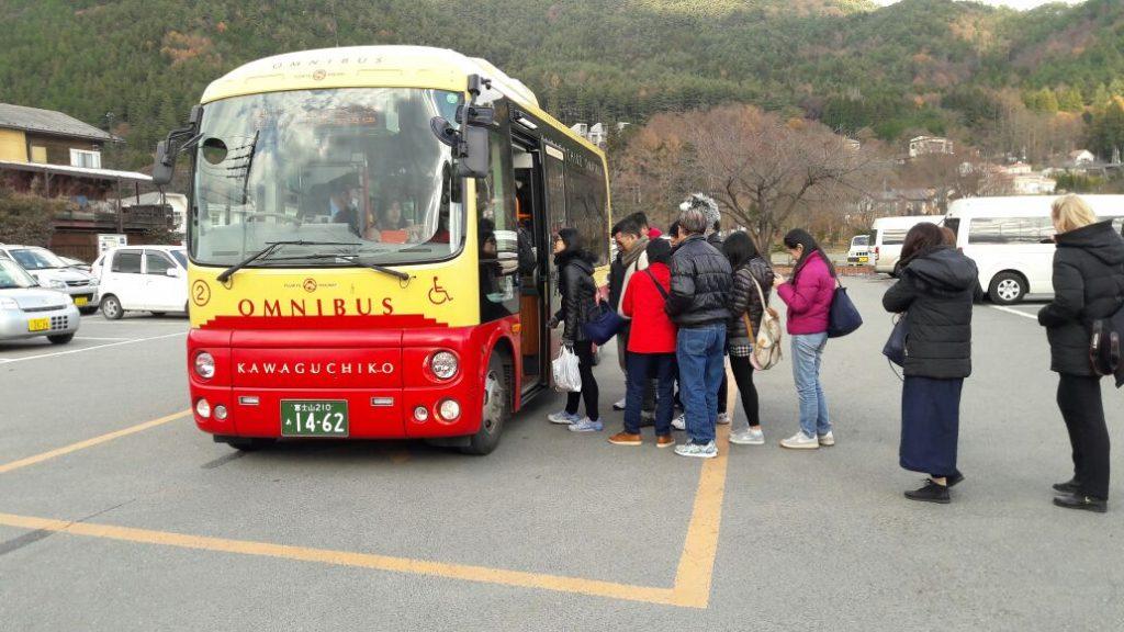retro-bus-kawaguchiko-1