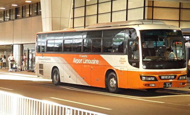 Lebih Nyaman Dan Praktis Dari Dan Ke Bandara Dengan Limousine Bus