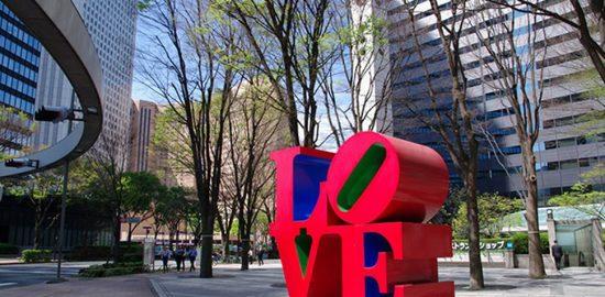 Love_statue_at_Shinjuku