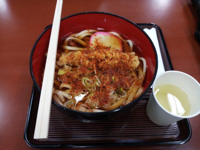 Karena cuaca di luar dingin, aku memilih makan Udon Tempura untuk menghangatkan tubuh.
