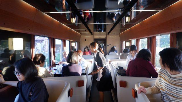 Ini area box Seating, tempat penumpang menikmati makanan & minuman yang di sajikan