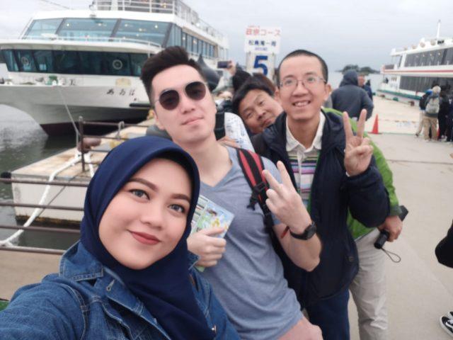 Group Selfie dulu sebelum naik hehe